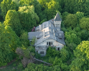 Dwór ruina w Dąbrownicy (zdjęcie lotnicze III)