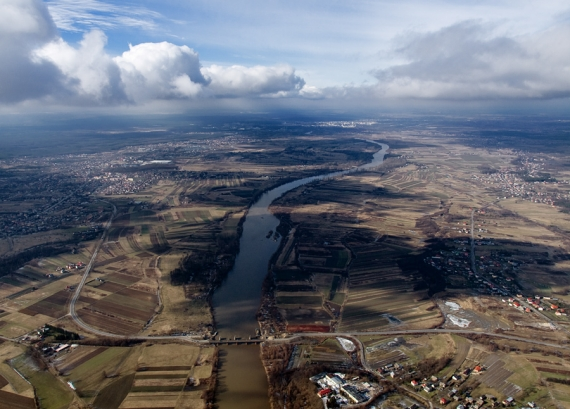 Z poziomu chmur - Nisko, Zarzecze i rzeka San