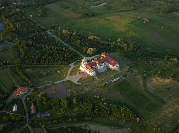 Leżachów-Sieniawa pałac z lotu ptaka