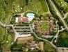 Ośrodek wypoczynkowy i pole do gry w golfa z lotu ptaka