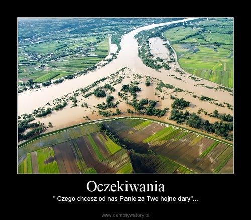 Demotywator - ujęcie widełek Sanu i Wisły w czasie powodzi 2010